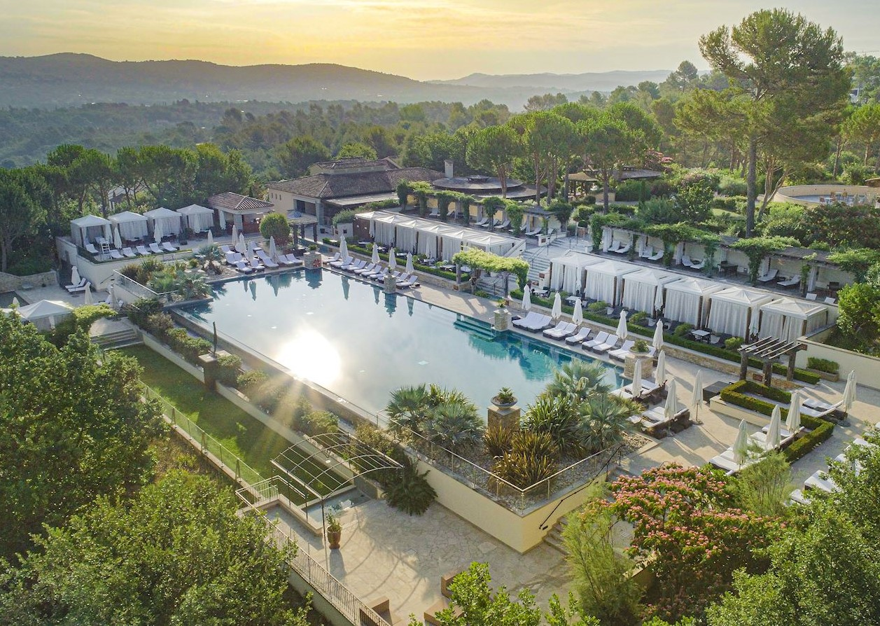 Piscines Es & Spas 5-star hotel resort